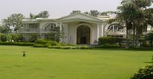 6 Bhk luxurious farm house Available for Rent in wesatern avenue sainik farm South Delhi
