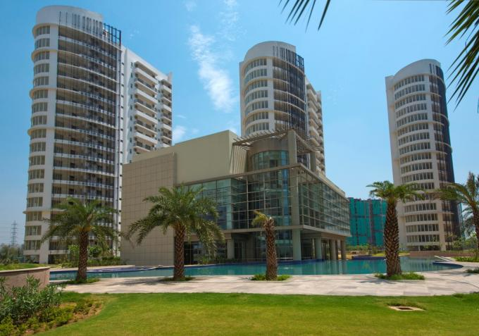 Palm Drive 1950 Sq.Ft. 3 BHK Semi Furnished Apartment Sale Golf Course Extension Road Gurgaon