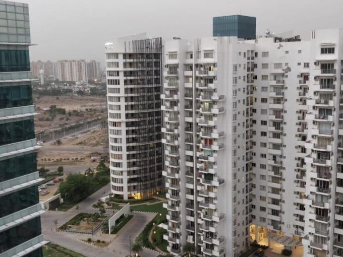 Palm Drive 2200 Sq.Ft. 3bhk+sq Semi Furnished Apartment Rent Golf Course Extension Road Gurgaon