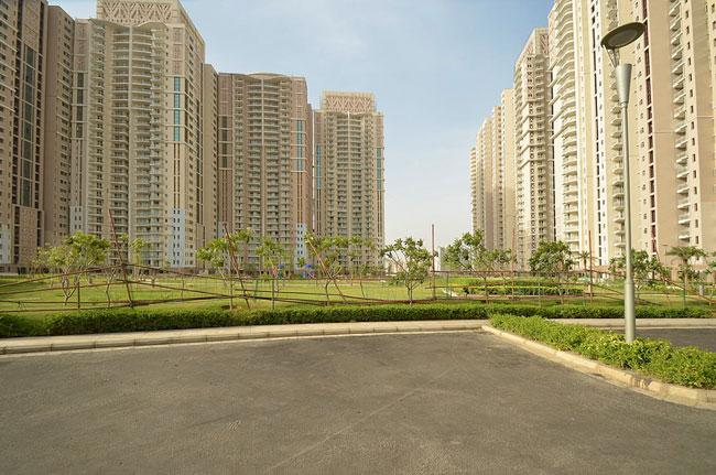 DLF Park Place 1985 Sq.Ft.  Semi Furnished Apartment Lease Golf Course Road Gurgaon